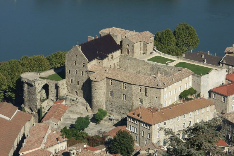"""Résultat de recherche d'images pour """"chateau de Tournon"""""""